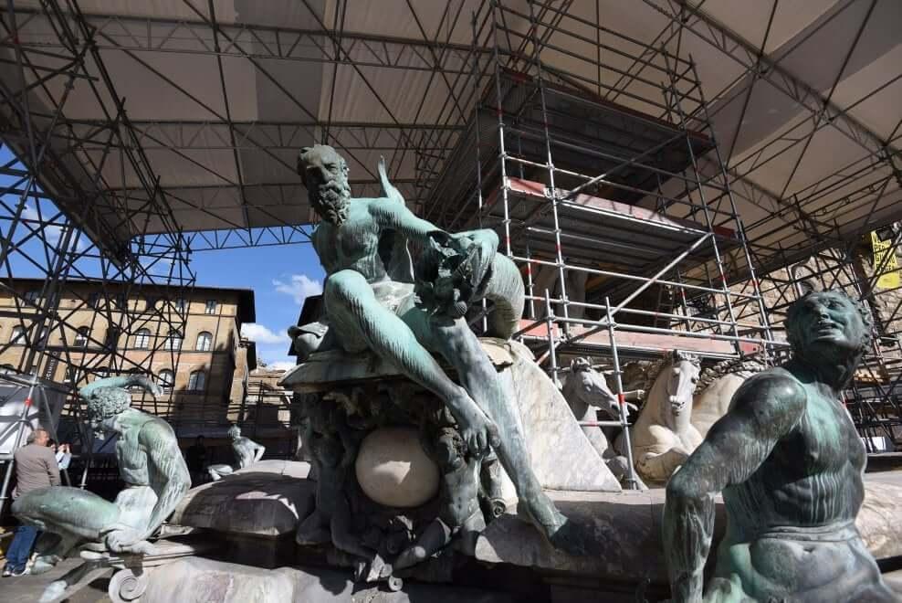Proseguono i lavori di restauro della Fontana del Nettuno - Vista frontale