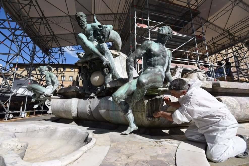 Proseguono i lavori di restauro della Fontana del Nettuno - Vista operazione restauro