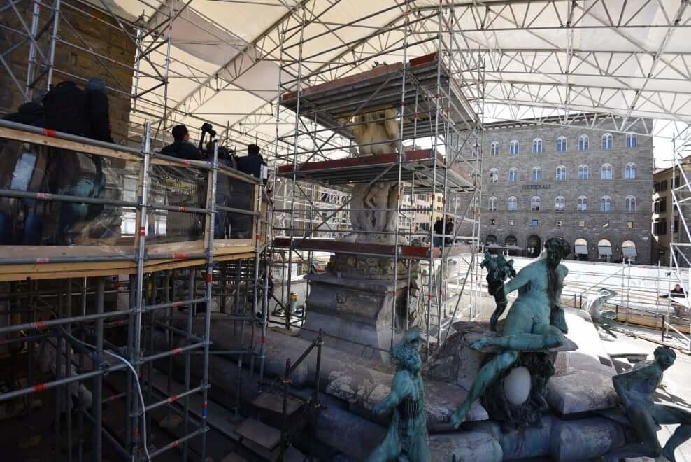 Proseguono i lavori di restauro della Fontana del Nettuno - Vista passaggio visite guidate