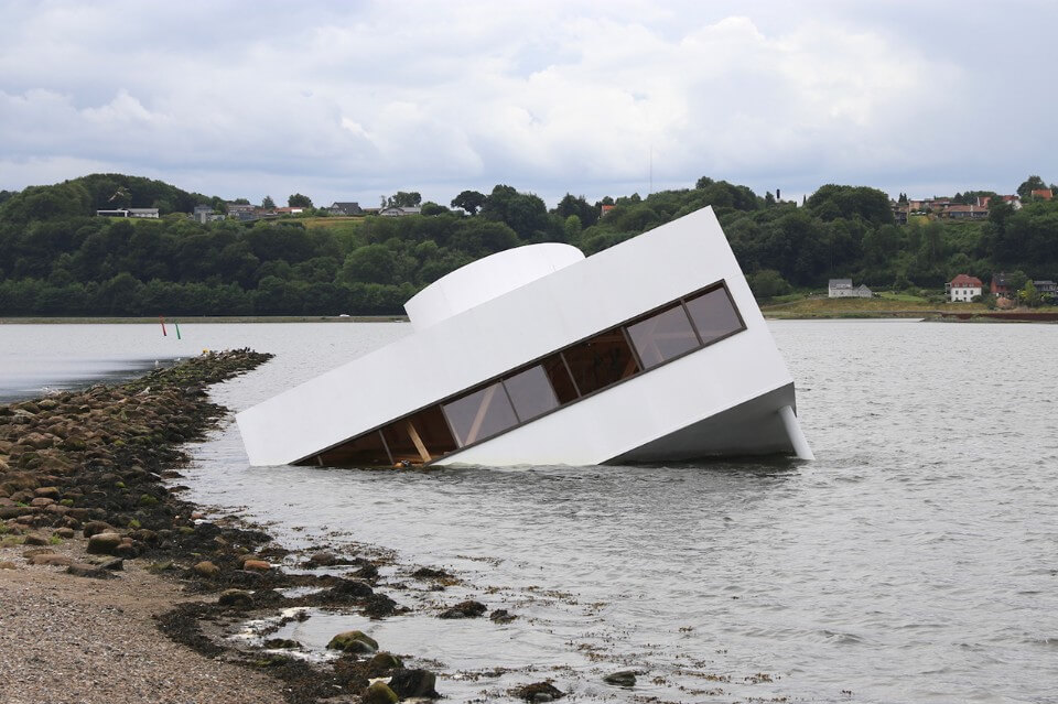 Phase Italia Blog - Villa Savoye e il naufragio della modernità - vista della villa affondata 5