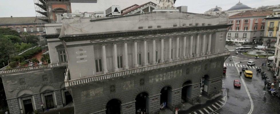 Phase Italia blog - Al via i lavori restauro facciate teatro San Carlo di Napoli - vista dall'alto della facciata dalla piazza