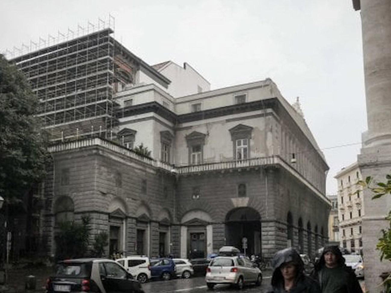 Phase Italia blog - Al via i lavori restauro facciate teatro San Carlo di Napoli - vista dall'alto della facciata da via San Carlo