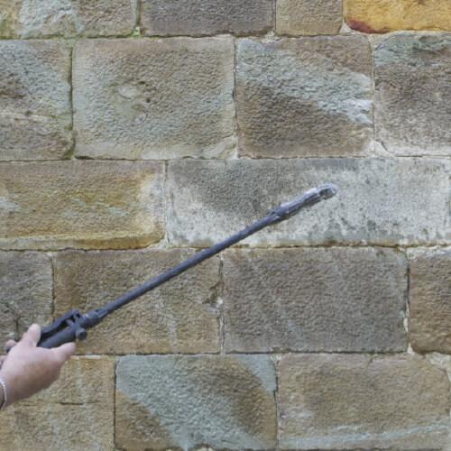 Phase Italia - Restauro Lapideo - Disinfezione e Protezione - Esempio trattamento patine biologiche su pietra naturale - Applicazione Algophase
